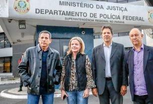 Deputado federal Zé Carlos; a senadora Gleisi Hoffmann; o coordenador do Plano Lula de Governo, Fernando Haddad, e presidente do PT-RS, Pepe Vargas após visita a Lula