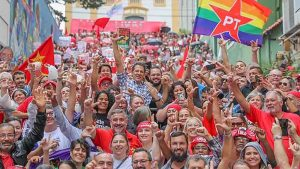 Atos em protesto contra a prisão do ex-presidente Lula ocorrem na maioria das capitais brasileiras