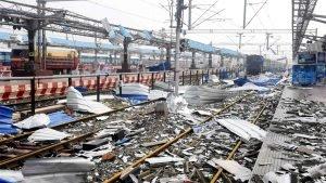 O ciclone destruiu uma estação de trens, no leste da Índia