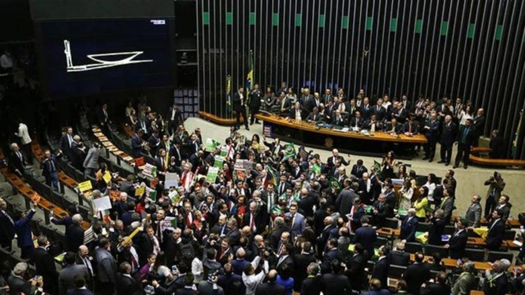 Na última semana, o presidente da Câmara ponderou que os parlamentares podem analisar a matéria sem pressa uma vez que as mudanças serão implementadas somente para os futuros servidores