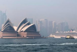 Haze from the ongoing bushfires covers the city skyline and the Sydney Opera House in Sydney, Australia November