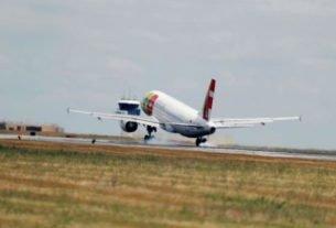 Dezesseis voos que partiriam ou chegariam no aeroporto de Lisboa foram cancelados neste fim de semana