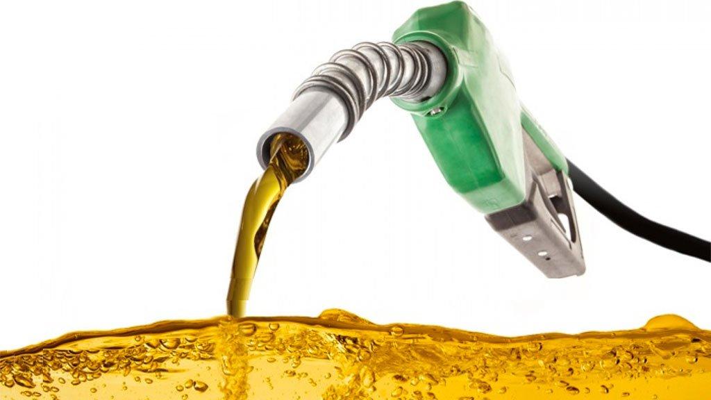 O óleo diesel abastece, principalmente, as frotas de ônibus e caminhões e, por isso, influi diretamente no preços de passagens e produtos