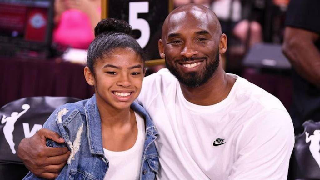 Kobe Bryant e a filha Gianna em uma partida de basquete em Las Vegas