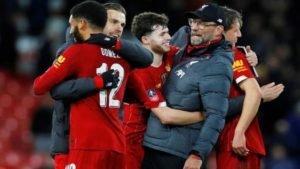 Técnico Juergen Klopp e jogadores do Liverpool comemoram vitória na FA Cup