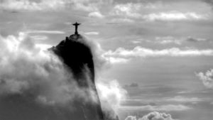 O Redentor, no olhar do premiado fotógrafo Custódio Coimbra, é a referência religiosa do carioca