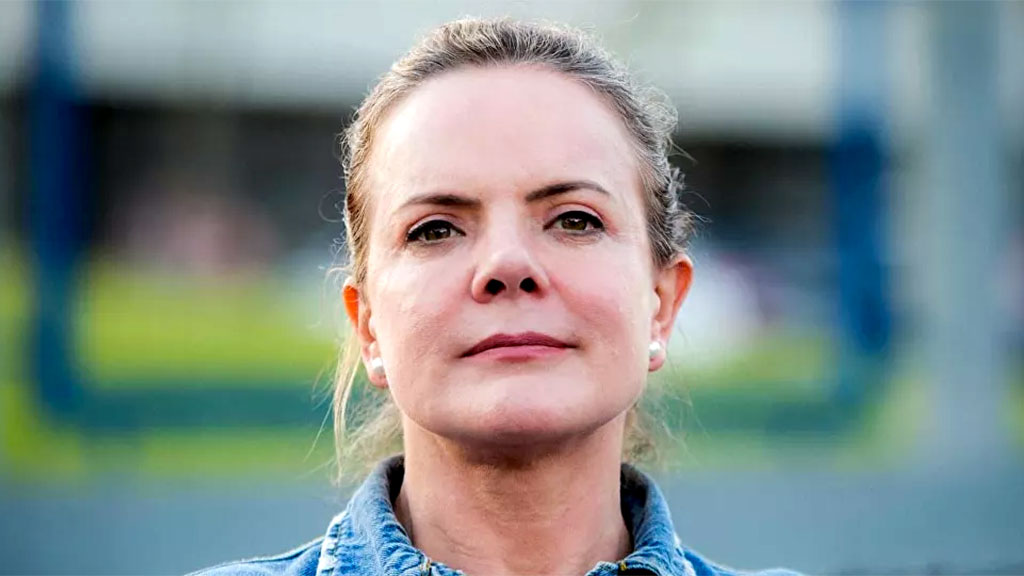 A deputada Gleisi Hoffmann (PT-PR) aponta uma série de crimes cometidos por Jair Bolsonaro (sem partido), suficiente para afastá-lo da Presidência da República