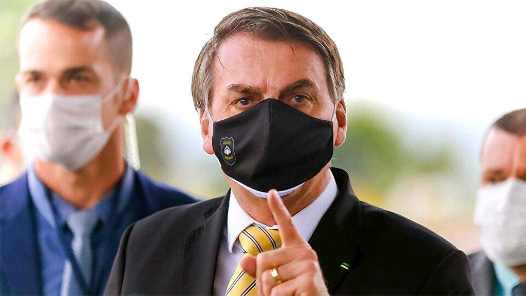 À saída do Palácio da Alvorada, Bolsonaro voltou a subir o tom e ofender os repórteres