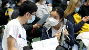 Os estudantes chineses retomam as aulas, gradativamente, com o respeito às medidas sanitárias contra a covid-19