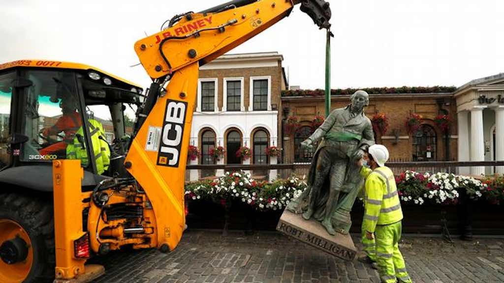 Estátua do escravagista Robert Milligan é removida na capital britânica