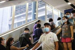 Pessoas usam máscaras de proteção em Hong Kong