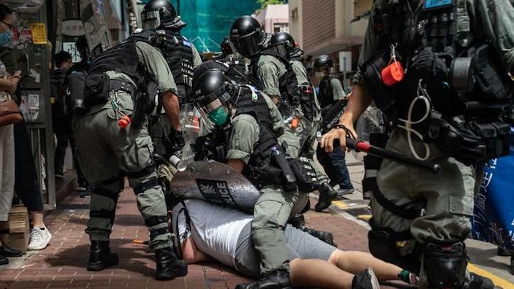 Polícia prende homem em protesto que marca 23° aniversário da devolução do território para a China