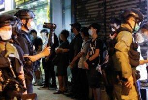 Manifestantes de Hong Kong se reúnem em aniversário de ataque em estação de trem