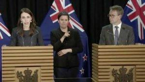 A premiê Jacinda Ardern e o ministro da Saúde, Ashley Bloomfield