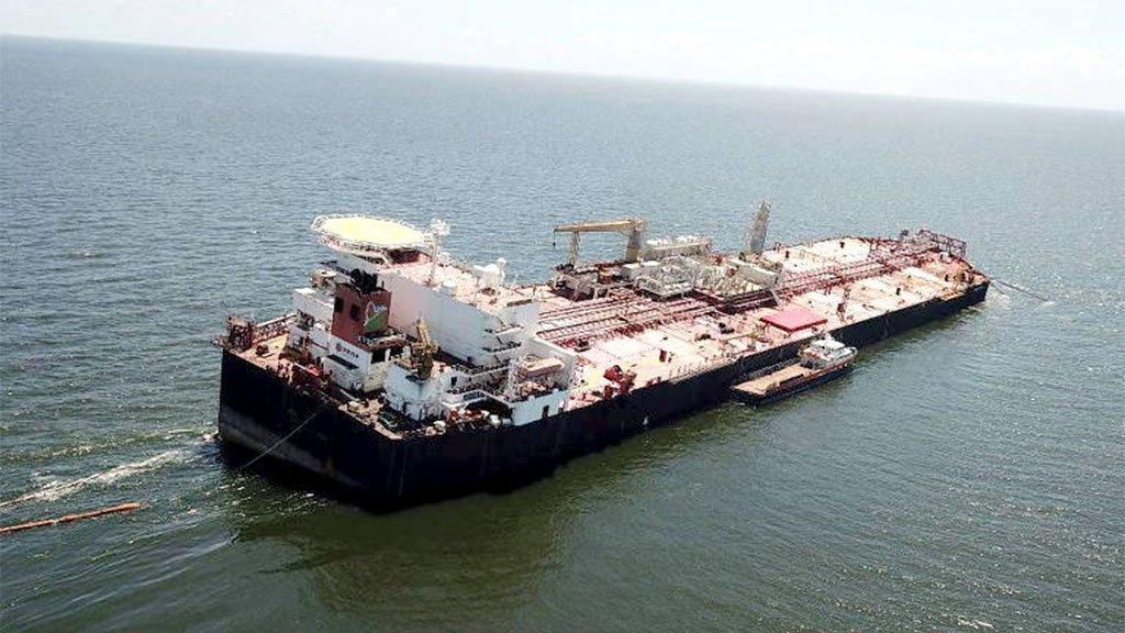 O petroleiro Nabarima, adernado na costa venezuelana, poderá afundar a qualquer momento