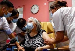 Vacinação na França começou em lares para idosos